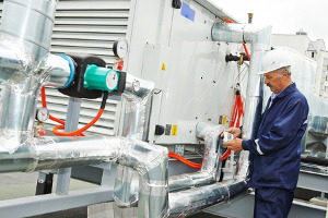 Gaithersburg, MD HVAC contractor working on heating systems