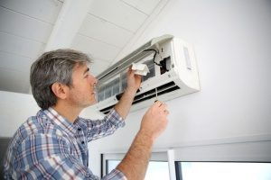 hvac maintenance contractor in Maryland conducting air conditioning maintenance