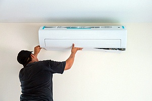 a contractor working on an AC unit wondering what to do if his AC stops working